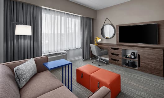 King Guest Room Living Area