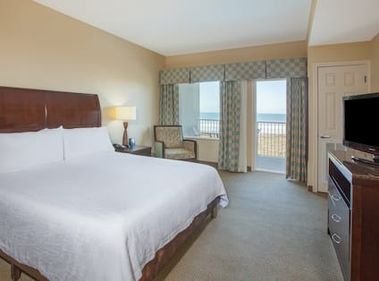 King Suite Ocean View guestroom