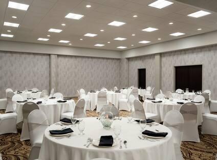 Magnolia Meeting Room Banquet Setup