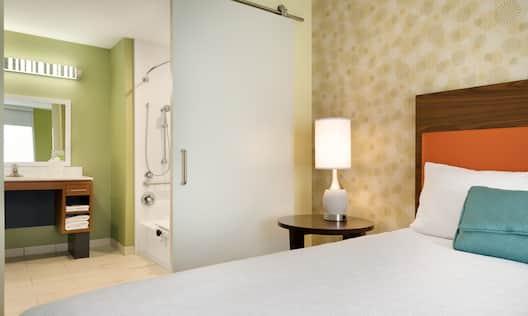 Accessible Queen Bedroom Suite
