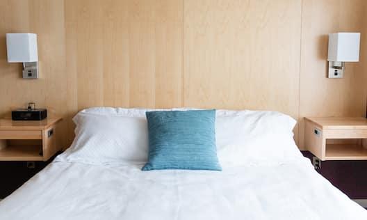King guest room headboard