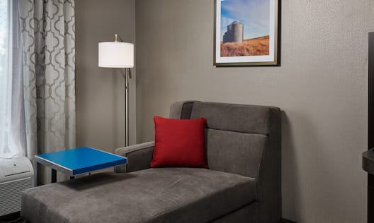 Lounge Area in Guestroom