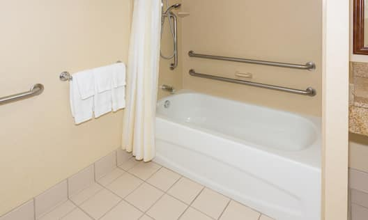Accessible Guestroom Bathroom with Tub