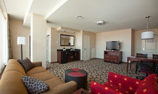Executive Queen Suite Living