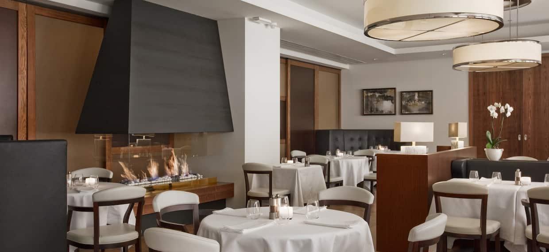 Roberto's Restaurant Dining Seating