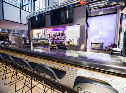 Lounge Bar Counter with Bar Stools