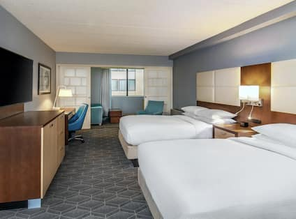 Junior Suite Guestroom with Two Double Beds