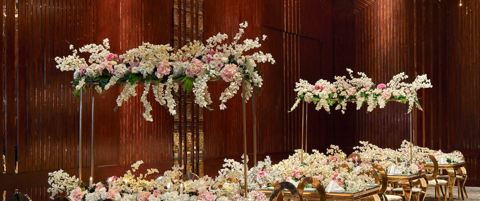 Ballroom Wedding Table Setup