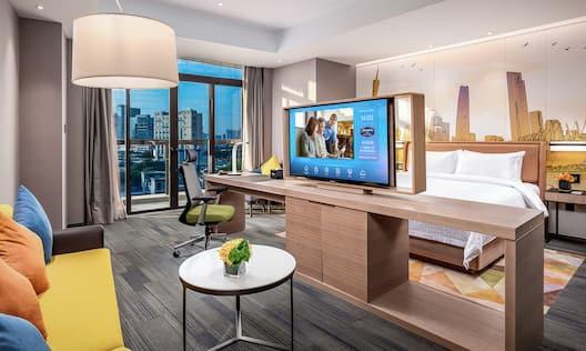 King Bed Hampton Suite
