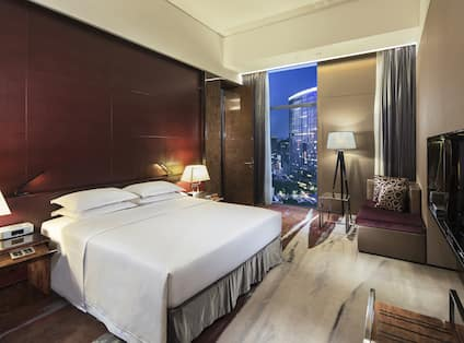 Deluxe King Suite bedroom with View