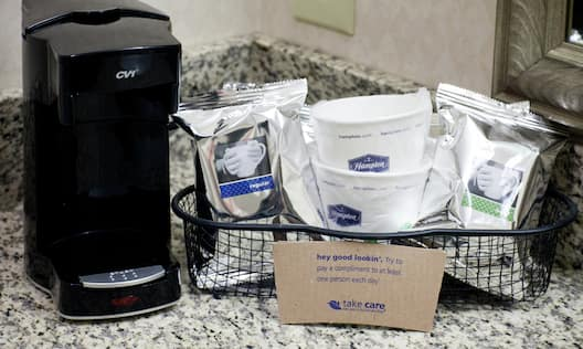 Coffee maker with sachets