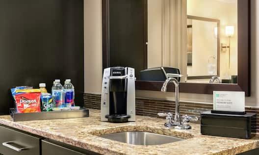 Premium King Suite Wet Bar