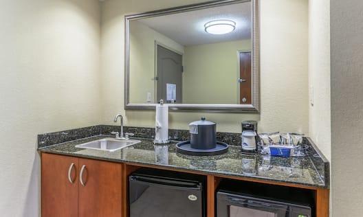 Guestroom Wetbar