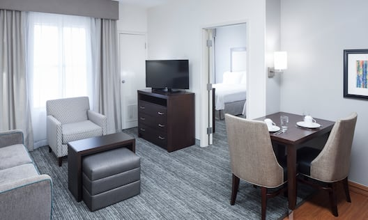 2 Doubles 1 Bedroom Suite Living Room with Seats and TV