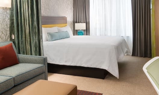 Accessible Suite with Bed, Lounge Area, Work Desk, and Room Technology