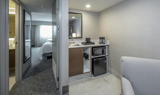 Wetbar Area with Coffee Machine and Microfridge in Suite