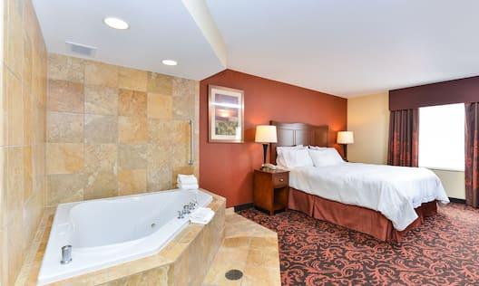 King Deluxe Room w/ Whirlpool