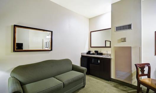 Queen Suite Living Area and Wetbar