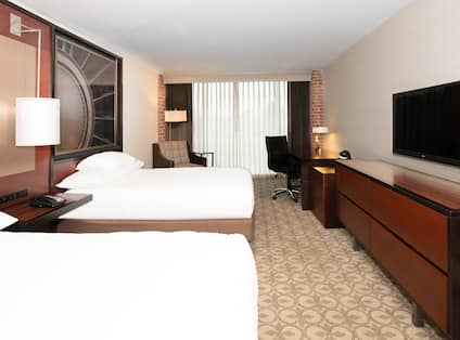 Two Double Beds in Guest Room