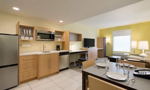 King 1 Bed Suite Kitchen