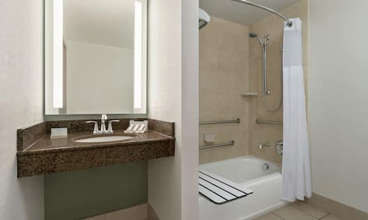 Accessible Guest Room with Bathtub and Seat