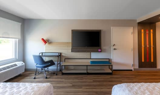 TV in room with workdesk