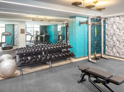 Fitness center with weightbench and free weights