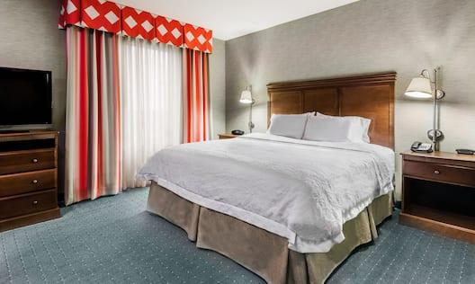 Single King Guestroom Suite Bedroom