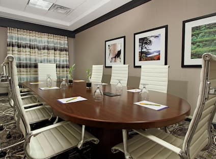 Small Formal Meeting Room