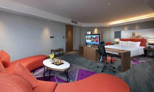 King Bed Hampton Suite Guestroom