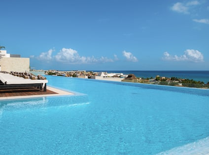 Outdoor Swimming Infinity Pool