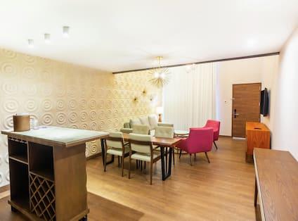 Dining Room in Mezzanine Guest Room