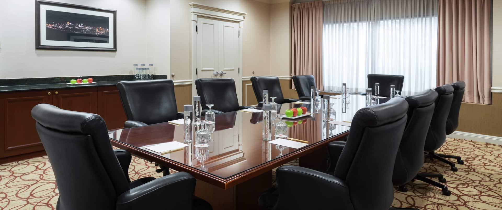 King Suite with Boardroom