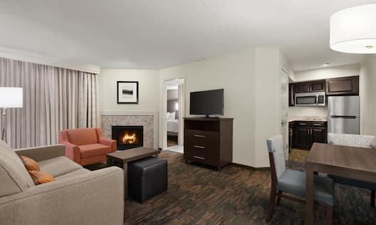 2 DBL Beds 1 BDRM Fireplace Suite