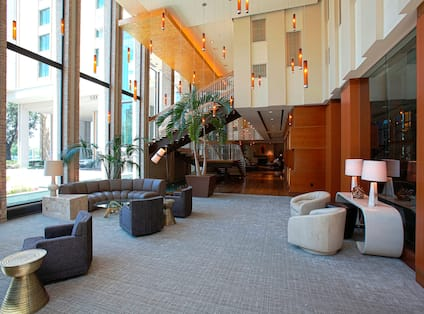 Hotel Entrance & Lounge