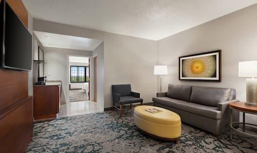Standard King Guestroom Living Area