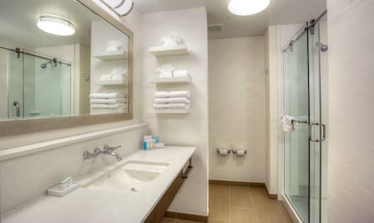 King Guest Room Bath: Shower