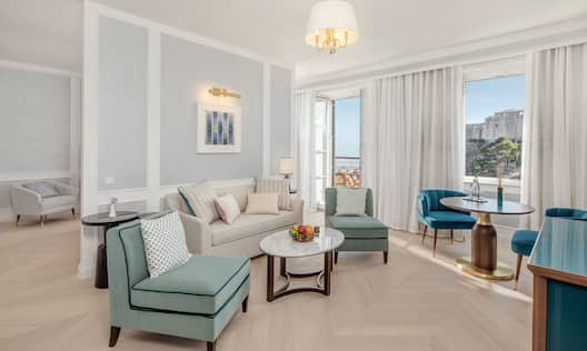 The Deluxe Suite Living Room With View Of Sea
