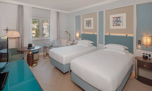 Hilton Twin Beds Guestroom