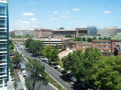 Hotel Guestroom City View