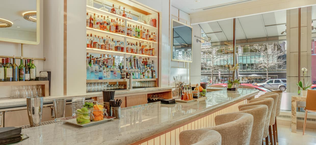 Lady M Bar with Counter and Chairs