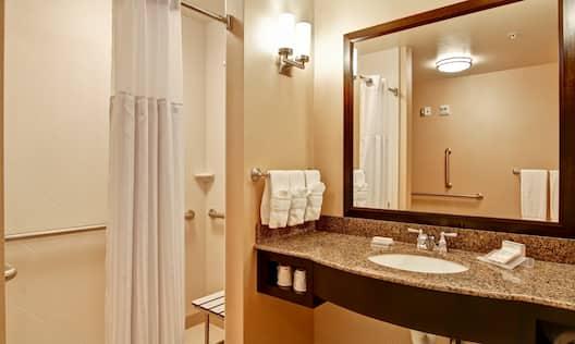 Roll-in shower Hilton Garden Inn Woodbridge
