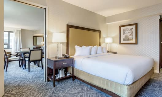 Junior Suite WIth King Bed And Adjoining Dining Room