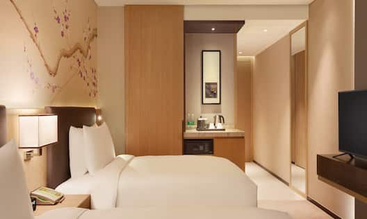 Double Twin Bed Guestroom