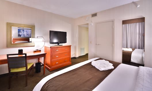 One King Room with Desk & TV