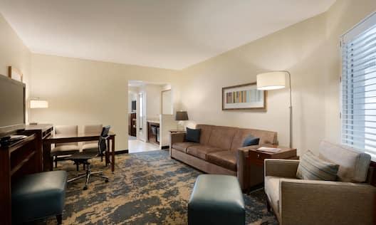Corner King Suite 04