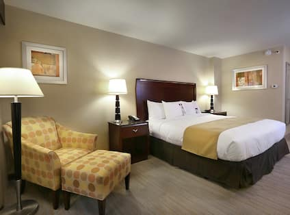 King Guestroom with Bed and Lounge Area
