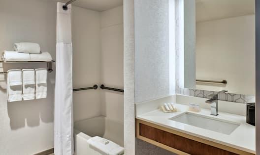Hilton Garden Inn Detroit Downtown Hotel, MI - Suite Bathroom
