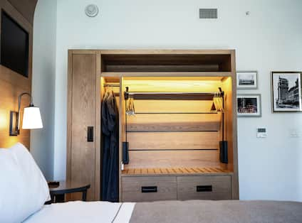 Accessible Guestroom with Bed and Closet