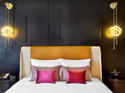 Deluxe King Room, Bed